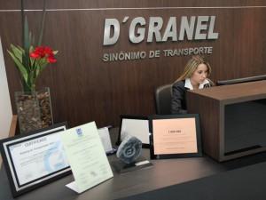 Letra caixa em aço na recepção da D'Granel